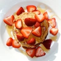 Healthy Strawberry Pancakes