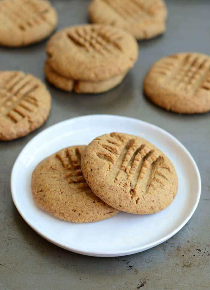 Grain-Free Protein Peanut Butter Cookies #healthy #glutenfree