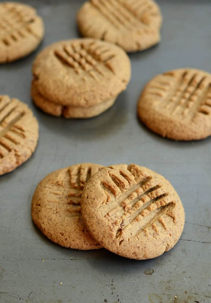 These delicious, 4-ingredient protein peanut butter cookies are the perfect post-workout or mid-day snack!