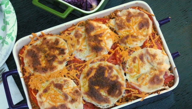 f you're looking for something as quick and easy as pizza, but don't want to load up on the carbs or the diary, then this quinoa pizza casserole is something you're going to love.