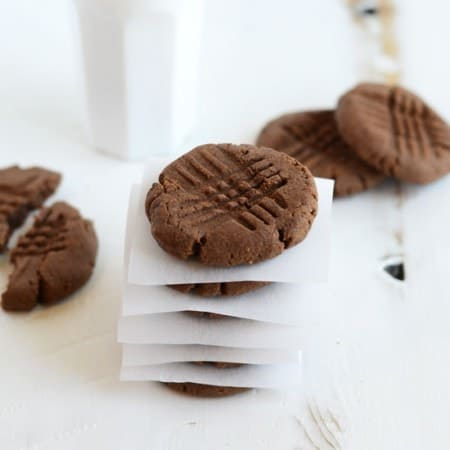 High-Protein Chocolate Peanut Butter Cookies #recipe #healthy #proteinpowder