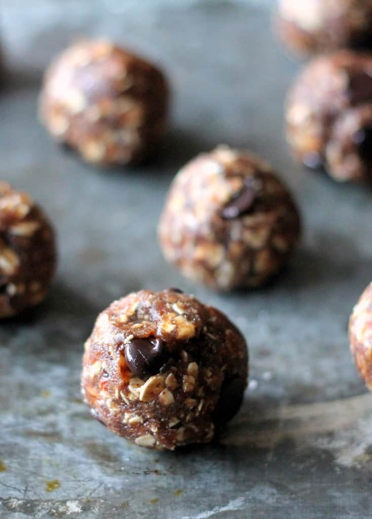 Vegan and gluten free oatmeal chocolate chip cookie dough bites made with only 4 ingredients. These are high in protein and fiber!