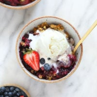 berry crumble in bowl