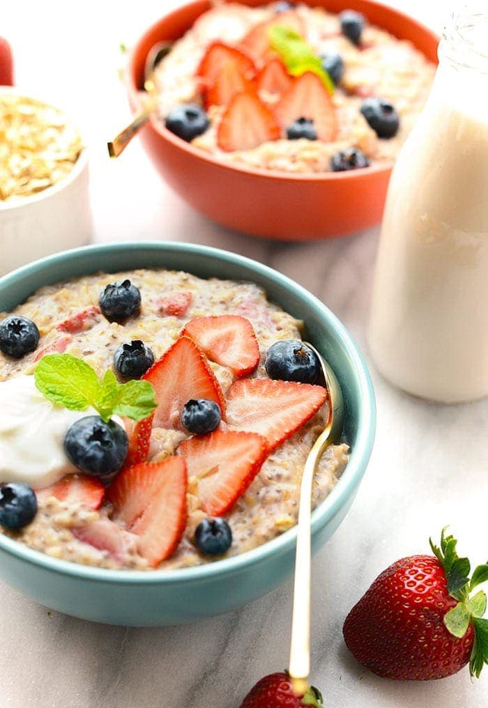 strawberries and cream oatmeal with toppings