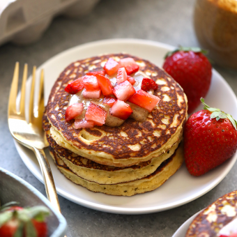 VIDEO: 3 Ingredient Almond Flour Banana Pancakes