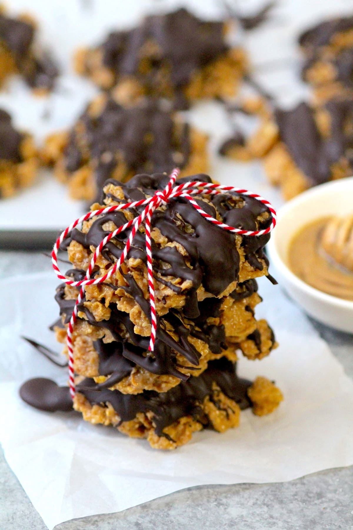 crispy, crunchy, yet ooey and gooey peanut butter + chocolate crunch cookies {aka special k or scotcharoo cookies} made with only five, wholesome ingredients; no syrup or sugar additives!