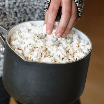 Kitchen Hack: How to Make Popcorn on the Stove Top {VIDEO}