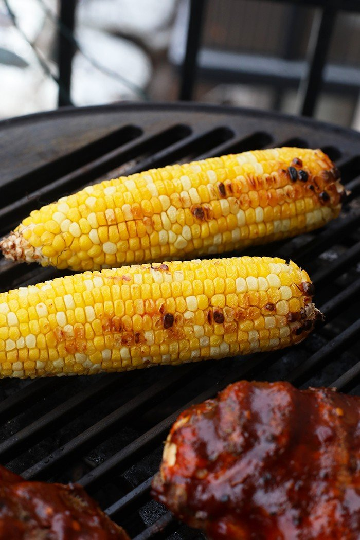 Corn and bbq chicken on the grill