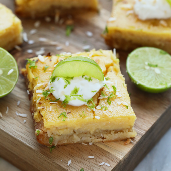 Easy Coconut Key Lime Pie Bars {Video}