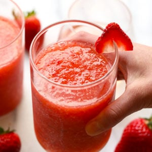 The most delicious summer drink you ever did see! This Strawberry Peach Frose Recipe is such a fun frozen drink to make for a crowd. This blended frose recipe calls for a full bottle of rose, frozen strawberries and peaches, rum, and agave nectar!