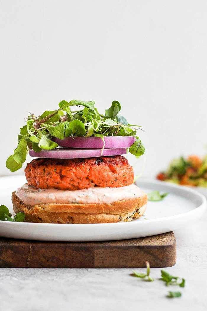 salmon burgers with sriracha aioli