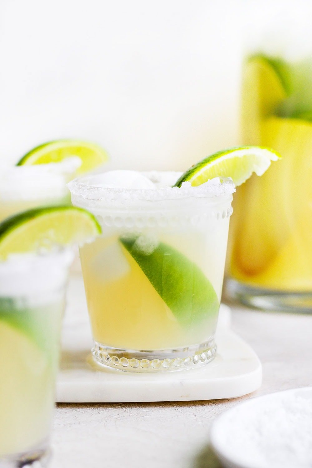margarita in glass with limes