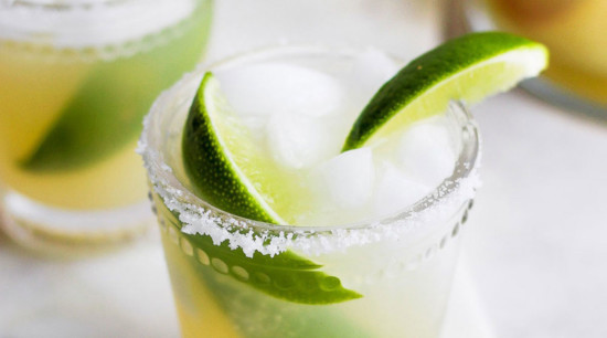 skinny margarita in glass with lime wedge