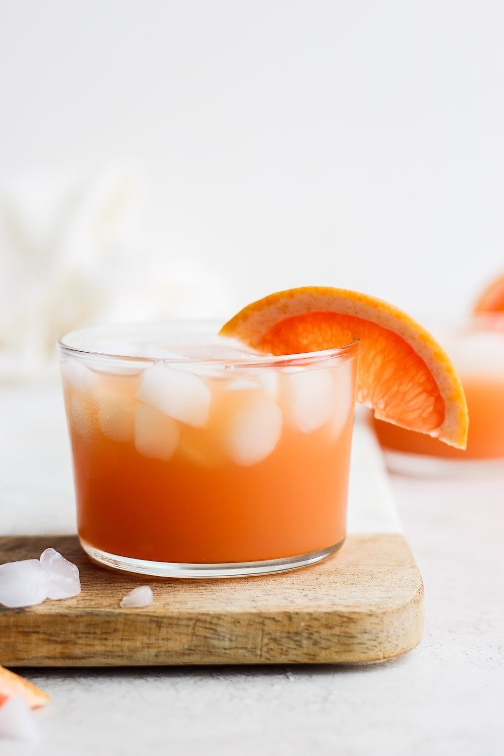paloma cocktail with ice and a grapefruit slice garnish
