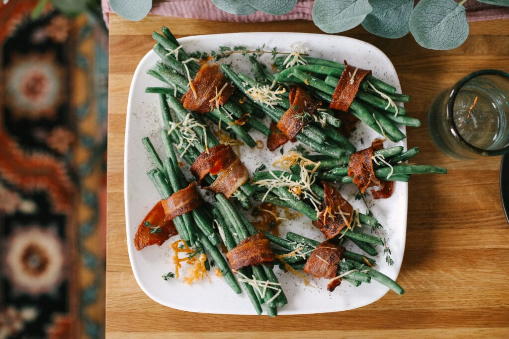 green beans on plate on table