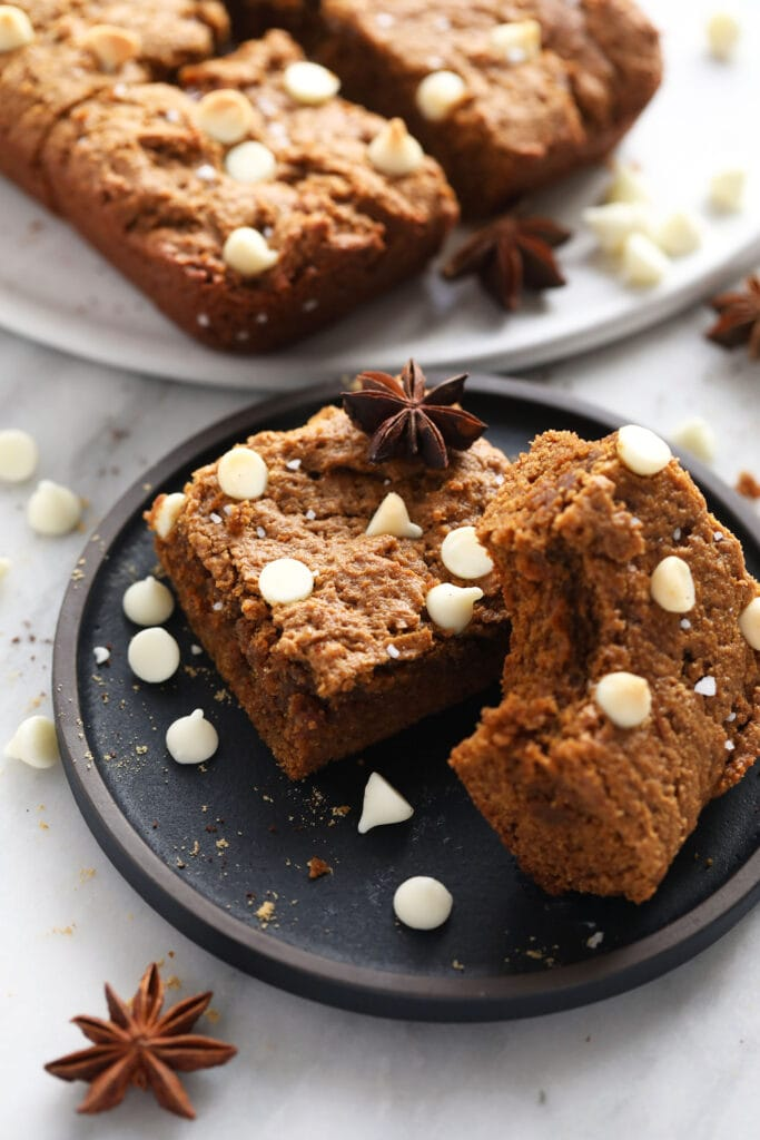 gingerbread cookie bars topped with white chocolate chips