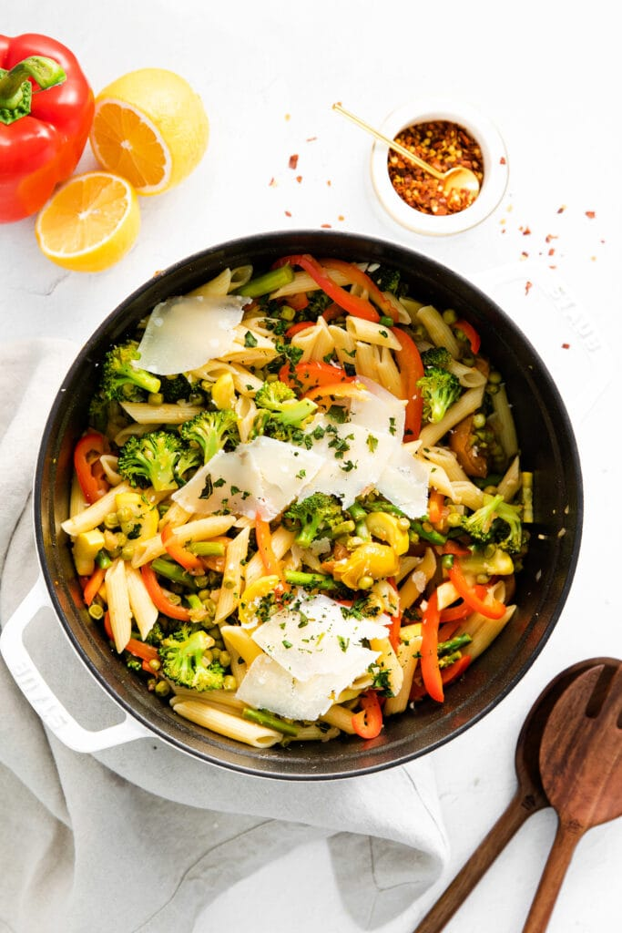 pasta primavera in a stock pot, ready to be served