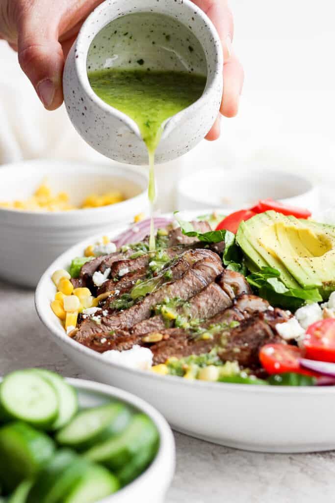 topping steak salad with dressing