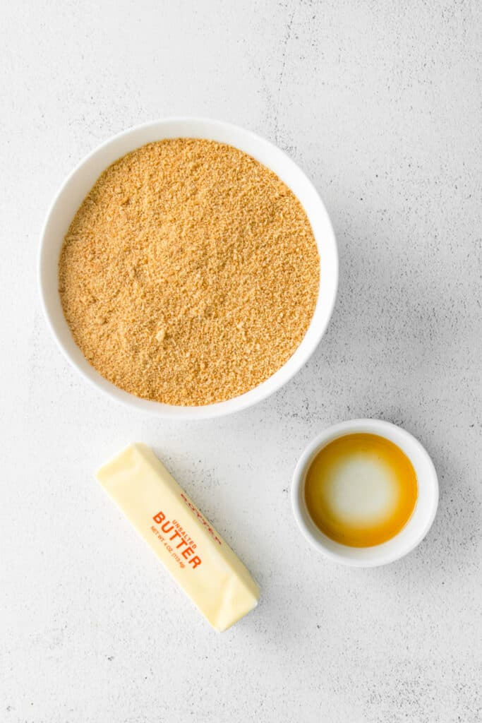 ingredients for a graham cracker crust for this healthy cheesecake