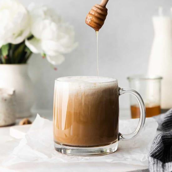 miel in glass mug