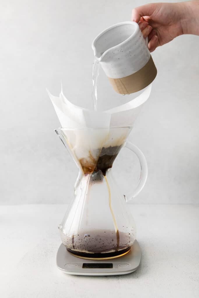 pouring water into chemex